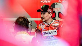 Lorenzo acusa a Márquez de su caída pero no asume que él pudo evitarla