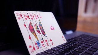 ¿Cómo se juega en casinos online?