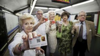 El abono gratuito para mayores de 65 años se aplicará progresivamente