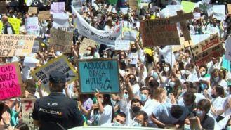 Más de mil aspirantes MIR se concentran contra la adjudicación telemática de las plazas