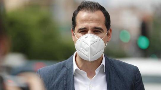 Aguado intenta acallar los rumores y habla de unidad del Gobierno regional