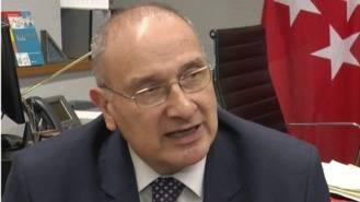 El alcalde asegura que los intereses que pagan por el tranvía 'agravan' la situación económica