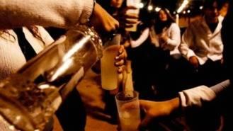 La policía local denuncia a tres establecimientos por venta de alcohol a menores