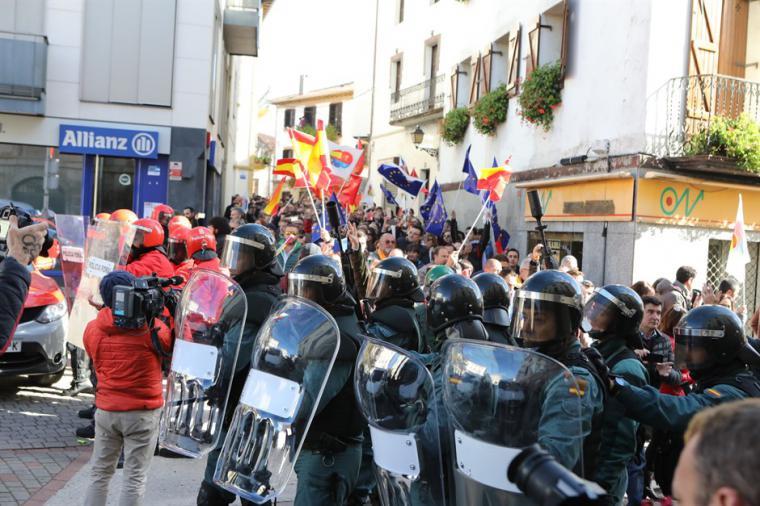 Alta tensión en Alsasua por el acto de apoyo a la Guardia Civil de Ciudadanos