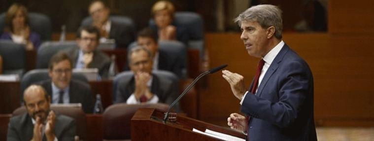 Garrido premia la Educación concertada con un Cheque-Bachillerato
