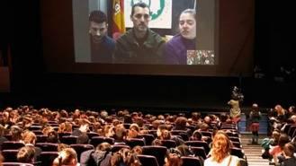 Alumnos de colegios de la localidad concectan en directo con La Antartida