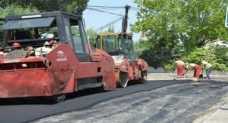 El Ayuntamiento acomete el asfaltado de calles de La Raya