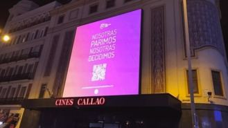 Asociación por gestación subrogada empapelan Madrid con un 'Nosotras parimos...'