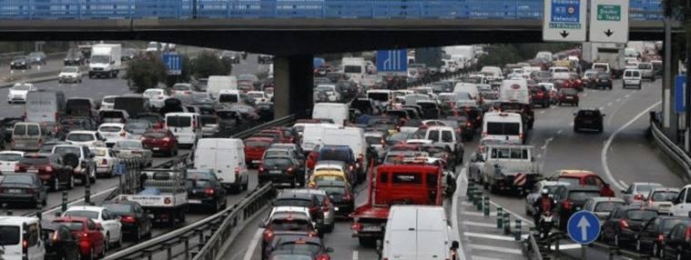 El primer gran atasco: Colapso en todas las carreteras y accesos a Madrid