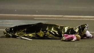 84 muertos, una decena niños, y 18 heridos de 'urgencia absoluta' en el atentado de Niza