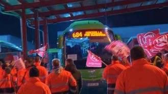 Antidisturbios `toman´ la sede de autobuses Larrea en la 2ª jornada de huelga