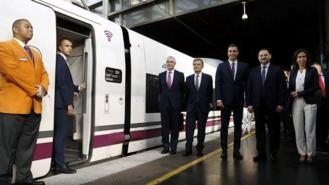 Sánchez se sube al AVE Madrid-Granada, cuyo trayecto dura poco más de tres horas