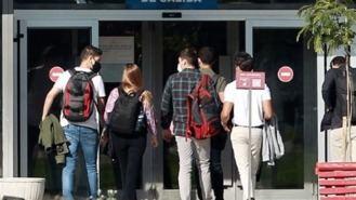 Un millar de universitarios percibirán ayudas de hasta 900 € para sus estudios