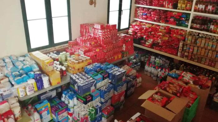 Los vecinos donan 12 toneladas de productos para familias con dificultades
