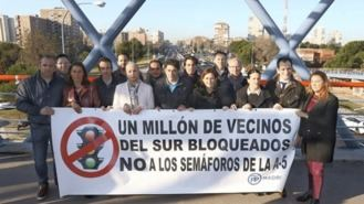 Ayuso y alcaldes del PP, en guerra contra los semáforos de la A-5 de Carmena