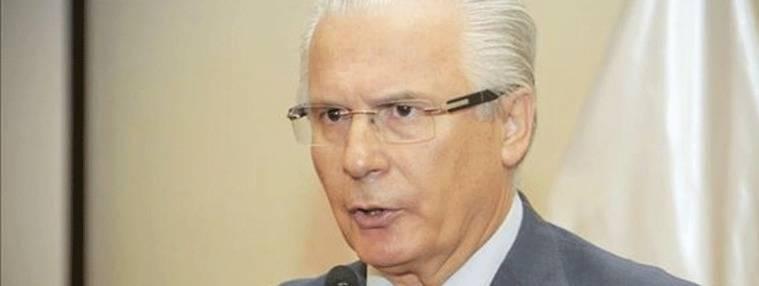 Garz�n pide al Supremo que saquen a Franco y Jos� Antonio del Valle de los Ca�dos