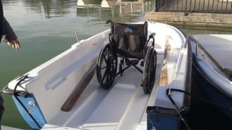 El estanque de El Retiro renueva la flota con 33 nuevas barcas, dos adaptadas a sillas de ruedas