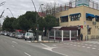 Desalojan a 40 personas agrupadas para acceder a terrazas de los bares de una calle