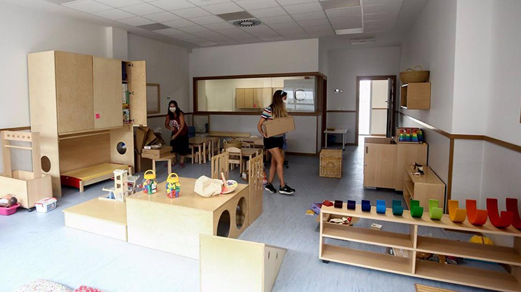 Abierto el plazo para que familias sin plaza en escuelas infantiles municipales pidan becas