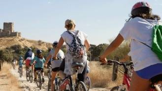 Operarios municipales en bici para reforzar la limpieza urbana