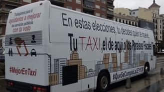 Taxistas fletan un bus vinilado para pedir el voto para las formaciones que defienden al sector