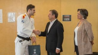 El campeón del mundo de Judo visita la Escuela Municipal de Artes Marciales