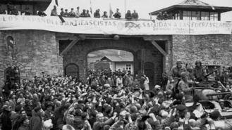 Homenaje a dos vcinos asesinados en un campo de concentración nazi