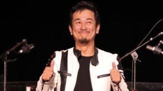 El cantante de Dragon Ball, herido grave tras caer del escenario