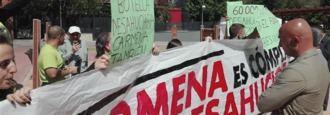 Escrache a Carmena en Moratalaz: Es 'cómplice' de los desahucios