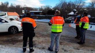 La Guardia Civil vuelve a cortar la carretera de acceso a Navacerrada