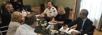 Carmena dice no a las armas largas y tasers para la policía local