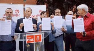 """Carmona firma un compromiso para """"salvar"""" de la privatización la EMT"""