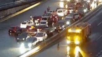 Continúan los cortes parciales en varias carreteras por las inundaciones