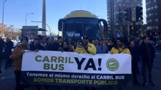 El transporte discrecional reclama usar el carril bus y tener zonas de carga y descarga