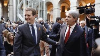 Casado celebra con Garrido la Constitución, pero deja la incógnita de si le designará candidato