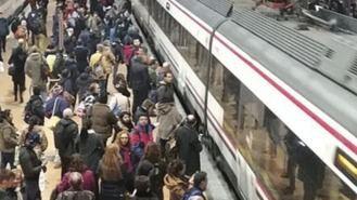 Retrasos de una hora y colapso en el Cercanías por incidencias en Atocha
