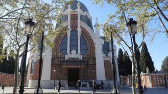 Seis detenidos en el desalojo de un botellón en el cementerio de La Almudena