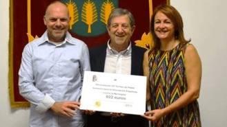Entrega de la recaudación del Torneo de Pádel Solidario a la Asocación contra la Meningitis