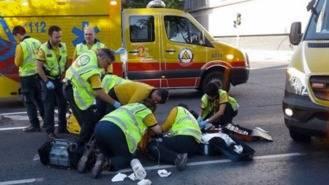Un ciclista herido grave tras ser atropellado por una furgoneta en Carabanchel