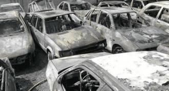 80 vehículos calcinados en el incendio de un desguace en San Martín