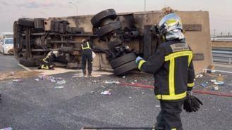 Una colisión entre dos camiones deja dos heridos y grandes retenciones en la M-50