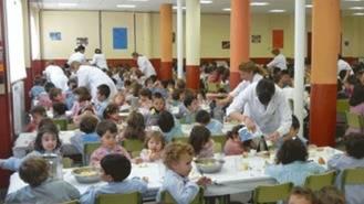 Acusan a la Comunidad de dejar sin beca comedor a 9.000 niños de infantil