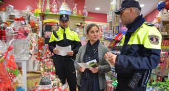 Policía local lleva a cabo una campaña informativa en los comercios