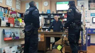 `Comercio Seguro´: La policía distribuye boígrafos detectores de billetes falsos