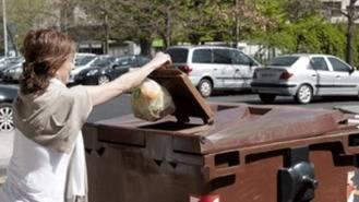 El contenedor marrón orgánico llegará en noviembre a 125.000 viviendas en 17 distritos