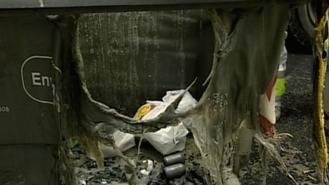 Buscan a un pirómano por quemar 12 coches y 12 contenedores en el barrio de los Angeles