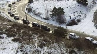 Los aparcamientos de Cotos y Navacerrada llenos desde las 9 horas