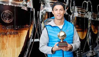 Cristiano Ronaldo recibe el premio de 'Mejor Goleador del Mundo' en 2013