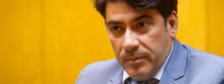 Pérez el patriótico reparte banderas como antídoto al 1-O catalán