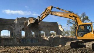 Demolido por seguridad el antiguo edificio de Radio Argentina, en estado de ruina